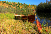 Canot de cèdre et couleurs d'automne - Cedar canoe and autumn colours